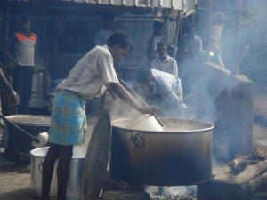 Communal cooking in IDP sites